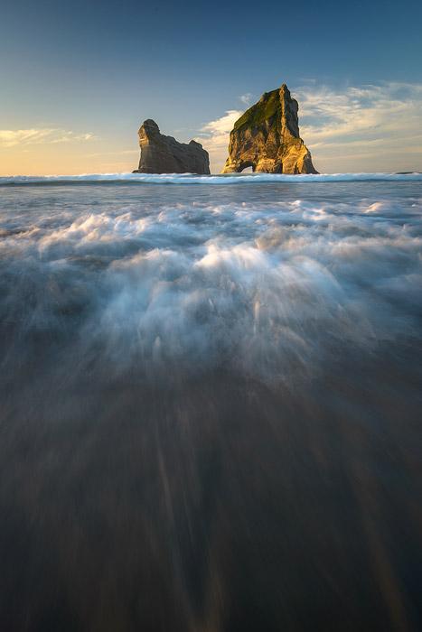 Nouvelle-Zélande, Ile du sud, plage de Wharariki.